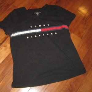 tommy hilfiger relaxed fit tee in black size large